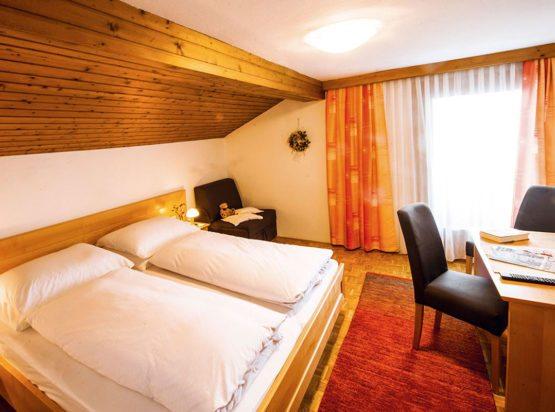 Dreibettzimmer im Gasthof Unterberg, Zimmer in Radstadt